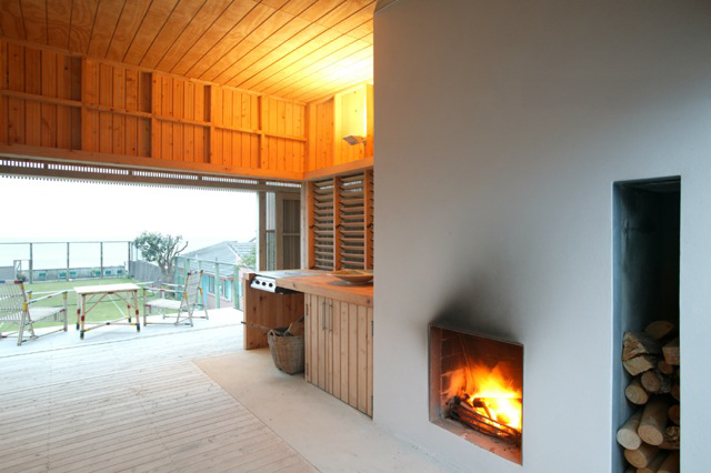 Titahi Bay House, Porirua, Wellington  outdoor living space  NZIA Local Award for Architecture  photographer Simon Devitt
